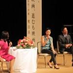 左から石田佳世アナウンサー、安藤桃子監督、奥田瑛二監督